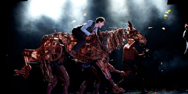 war-horse-performance2